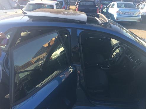 Volkswagen Polo 1.2 TSI comfortline 2015 Model with 4 Doors
