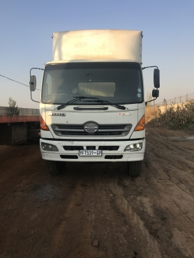 2009 HINO 1626 truck with closed body