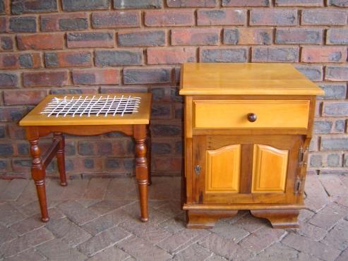 Geelhout & Imbuia spieël tafel, stoeltjie & bed kassie