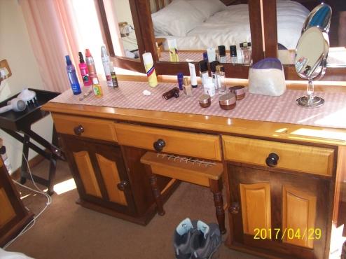Yellow Wood And Imbuia Bedroom Set