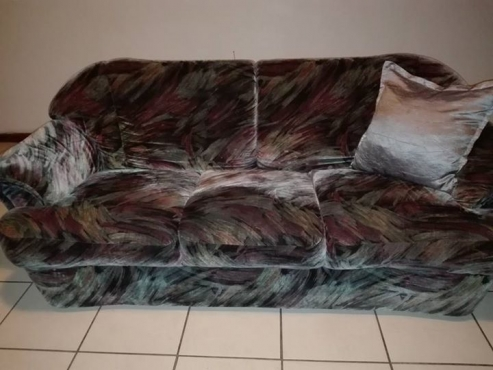 6 Seater lounge suit.moving out of Port Elizabeth