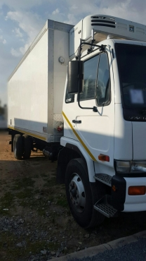 2005 Nissan UD90 fridge truck for sale