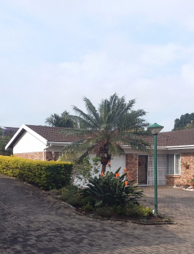 Secure upmarket townhouse for sale in Uvongo