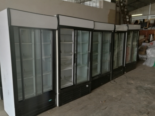 Display fridge double door in very good conditions