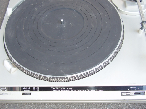 Technics Turntable - SL-B20 - complete with original Stylus