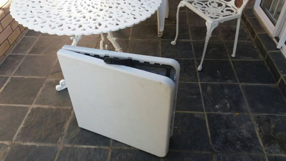 Folding table,