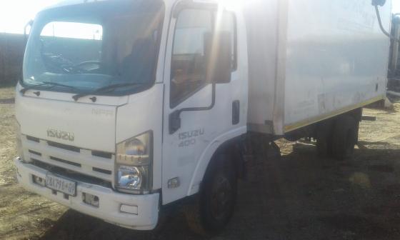 2010 Isuzu 4 ton truck for sale