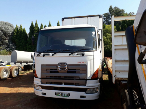 2006 Toyota Hino 700 double diff truck, good runner, brand new tyres
