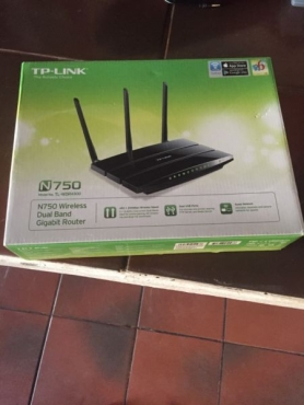 Brand new in box, Complete TP - Link n750 wireless dual band gigabit router for sale...