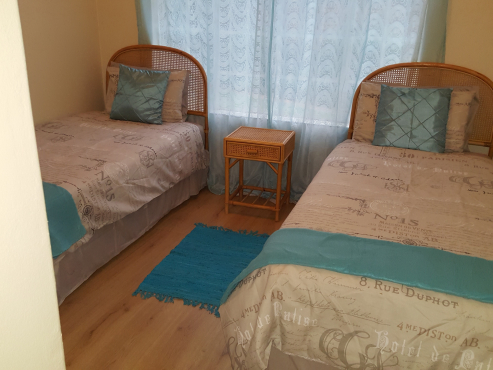 Fully Furnished Garden Flat Short Term Stays
