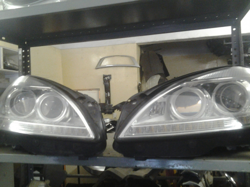 Mercedes Benz W221   headlamps available  .