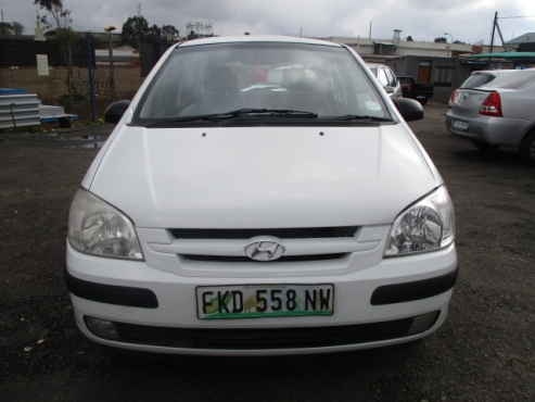 Hyundai Getz 1.6 GL,  Factory A/c, C/d Player, Central Locking, White in Color, 114000Km, Power Stee