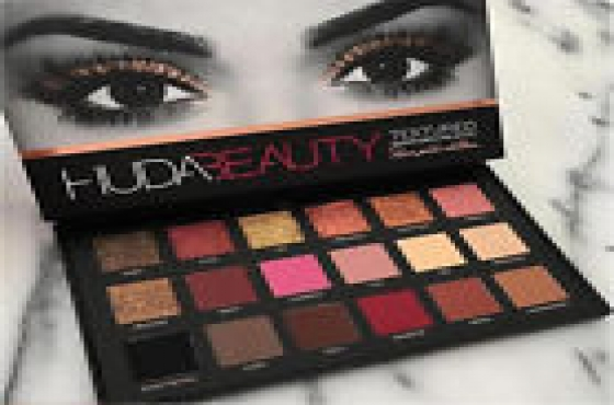 Huda eyeshadow kit