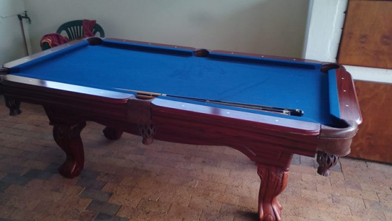 Darkbrown solid pooltable in very good condition for sake