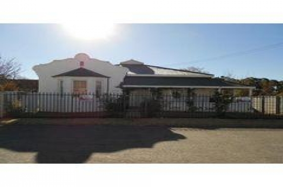 REDUCED PRICE: Victorian style house in Ventersburg.