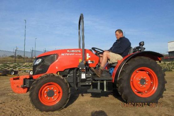 Kubota Kubota M7040 Premium Narrow Tractor . 4WD 48.7kw