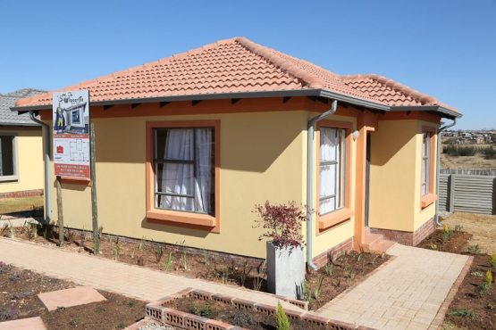 New houses straight from the developer.Earn from R24500,single/combined to qualify.Stop renting now