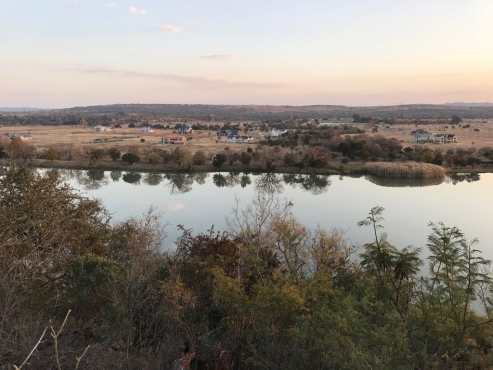 Waterlake Farm Lovely Dam View Stand