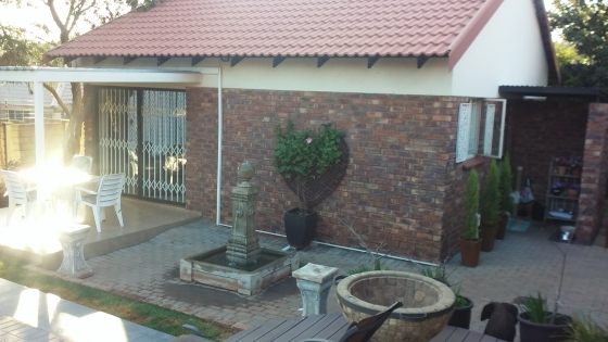 Fully furnished garden flat immediately available