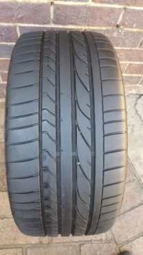 One 95% tread 255/35/19 Bridgestone Potenza RE050A tyre