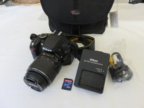 Nikon D3200 DSLR 24.2 MP with 18-55mm lens and bag