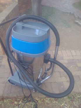 INDUSTRIAL VACUUM CLEANER 70 LITRES DOUBLE MOTOR