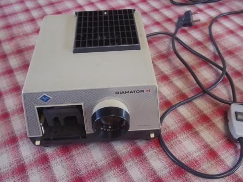 Diamator H slide projector in case