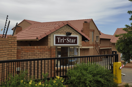 TO LET: FULLY FURNISHED, SELF-CATERING 3 BEDROOM APARTMENT IN HAZELDEAN, PRETORIA EAST