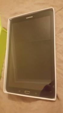 Splinter nuwe Samsung Galaxy Tab E