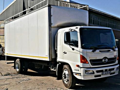 Urgently selling Toyota Hino 8 ton