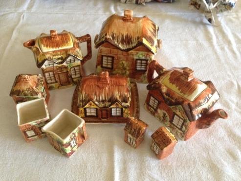 English Cottage Tea set - collectible