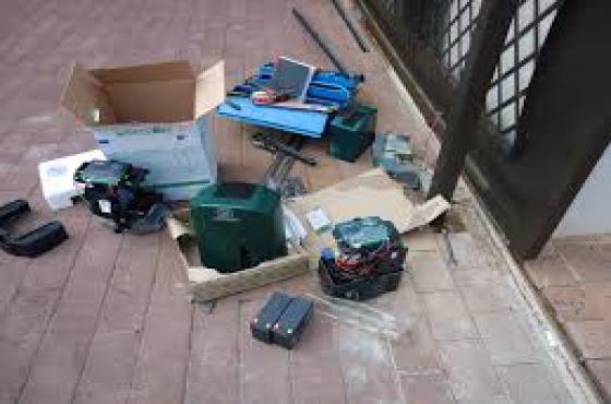 BRACKENHURST  Garage door and Gate motor Service & Repairs 0768777294 CALL NOW