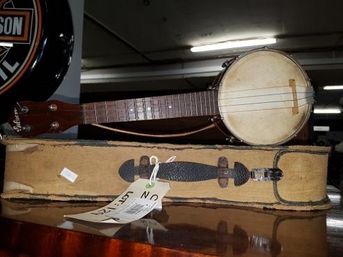 Original GIBSON 1920 Banjo ukulele with case