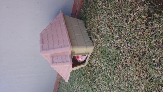 Medium Tuscan dog house