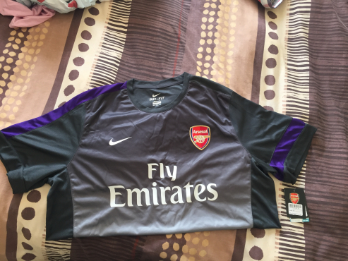 Arsenal 2010/11 home kit for sale