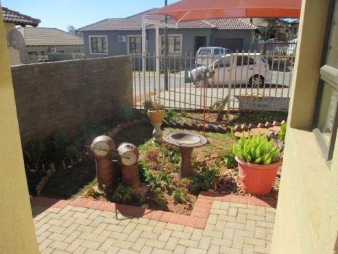 Neat 2 bedroom house to rent in a complex.
