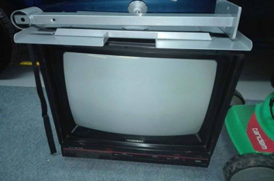 Tv In Muur : Tv sonder remote met muur bracket junk mail