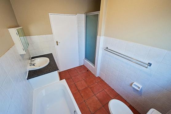36 Peters Place 3 Bedroom Duplex, 2,5 Bathroom, Double Garage