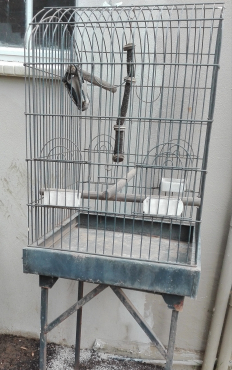 Bird cage with tand