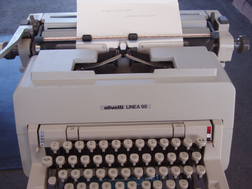 Olivetti Linea 98 Manual Typewriter - in excellent working order
