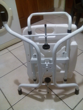 Swivel bath chair, brand new. R900 neg