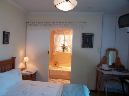 Boksburg, Bartlett, Rooms:Daily,Weekly,Monthly.Walk to Capsicum,ERMall, BirchwoodHotel Close to JHB International