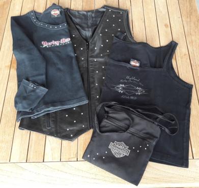 LADY or BIKER LEATHER WAISTCOAT .... vintage tshirts / shoulder bag