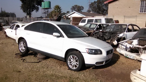 Volvo S40 stripping