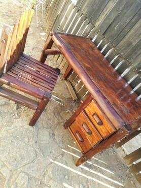 Splitpole lessenaar en stoel te koop