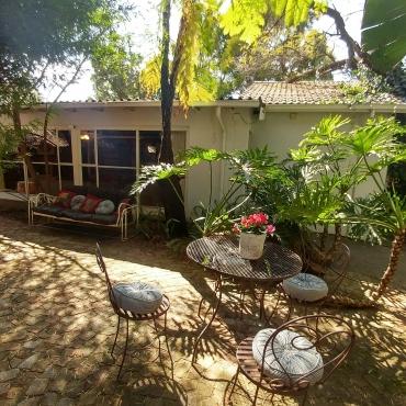 Furnished garden cottage in Menlo Park