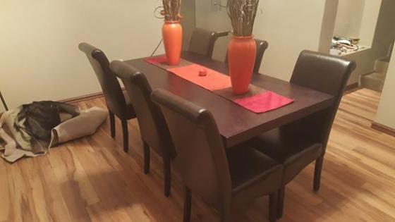 Eetkamer tafel en stoele aleen | Junk Mail