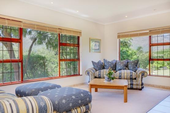 Lounge suite includes 2 x ottomans