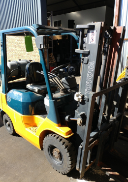 TOYOTA 7FD18 - 1.8 TON DUAL FUEL FORKLIFT FOR SALE!