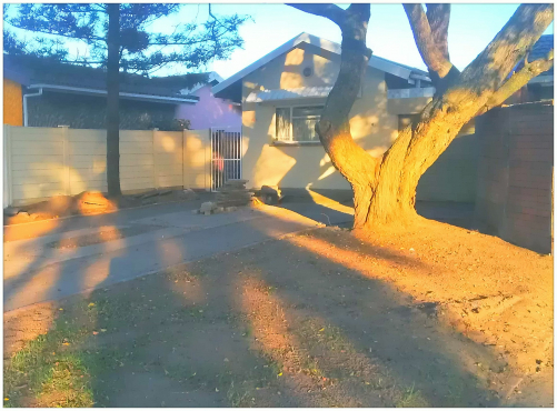 house for sale on main street richards bay 0740666021 Ak R1.7m